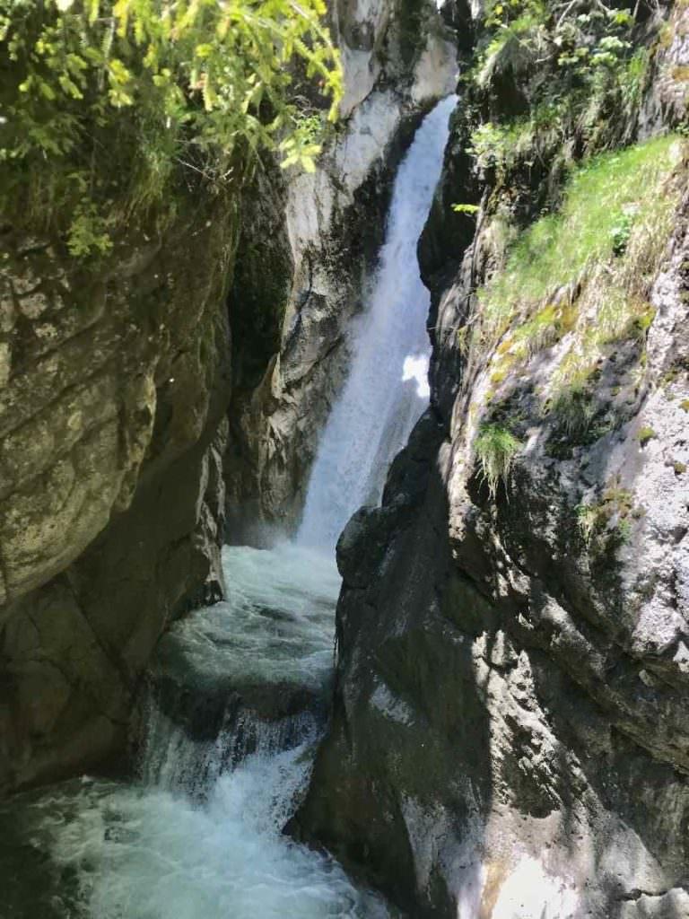Die Tatzelwurm Wasserfälle unterhalb vom Sudelfeld - hier der untere der beiden Wasserfälle