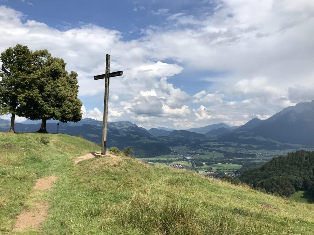 Hocheck Oberaudorf wandern - das Gipfelkreuz am Hausberg des Orts