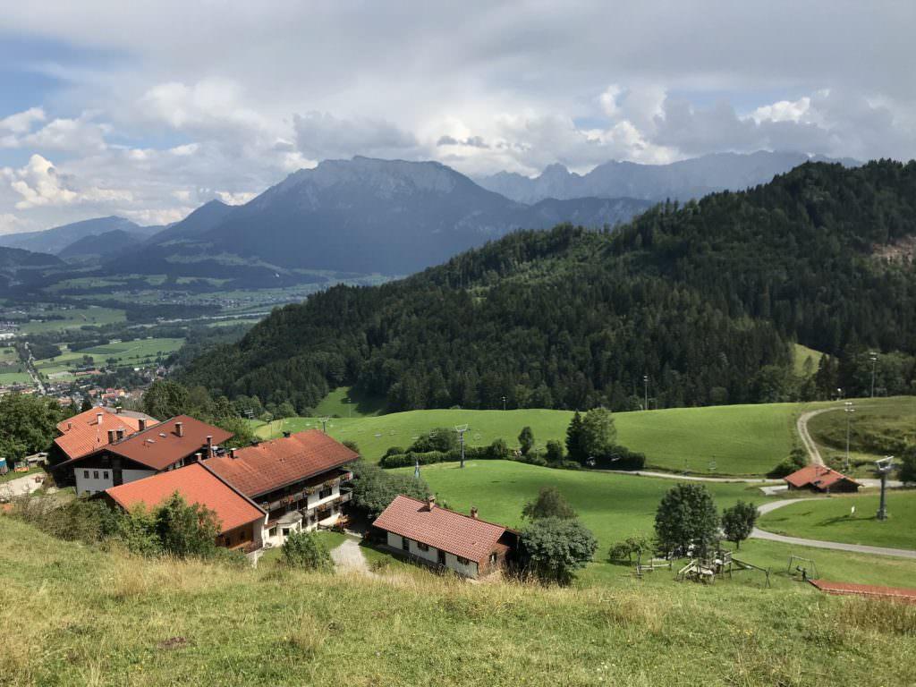 Oberaudorf wandern - hier der Blick vom Hocheck zum Kaisergebirge