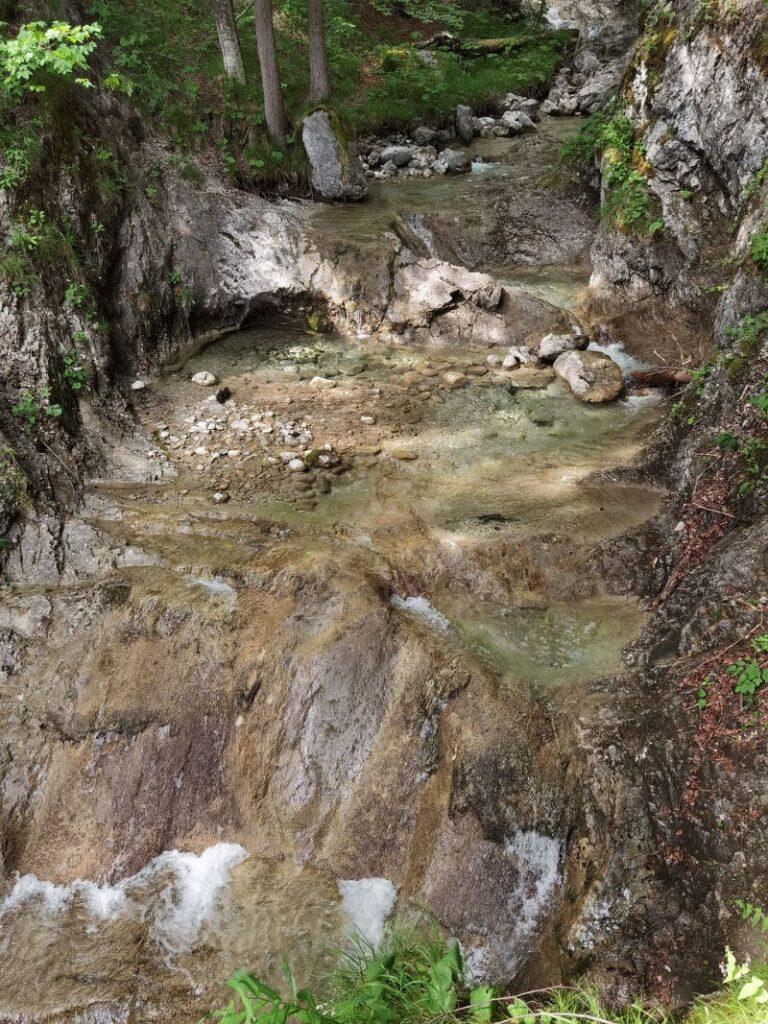 Josefsthaler Wasserfälle Wanderung - perfekt als Wanderung mit Kindern, da am Wasser entlang
